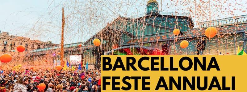 Fotografia di una festa a Barcellona con una folla che lancia coriandoli e palloncini arancioni per aria