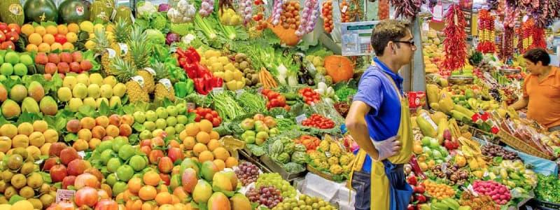 Fotografia di una bancarella di frutta de La Boqueria a Barcellona